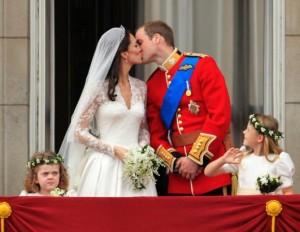 prince_william_catherine_middleton_kiss